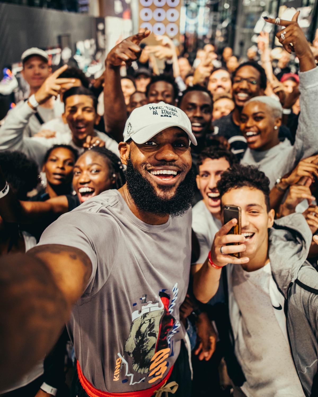 LeBron james_selfie